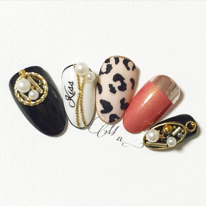 2016冬ネイル♡宝石ブローチにモードなヒョウ柄ネイルデザインの画像
