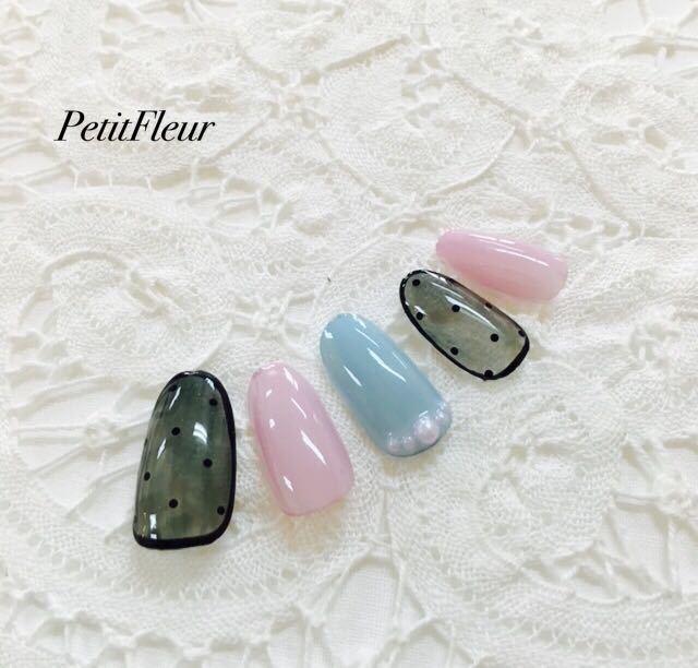 プティフル*naoさんのネイルデザインの写真。テーマは『冬ネイル、シースルー、黒、ブラック、グレー、ピンク、ブルー、パール、甘辛コーデ、可愛い』