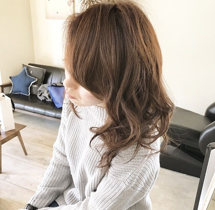 YUSUKE NAKAMURAさんのヘアスタイルの写真。テーマは『hair2016w、オトナ可愛い、無造作、今っぽさ、ウェーブ、ミディアム』