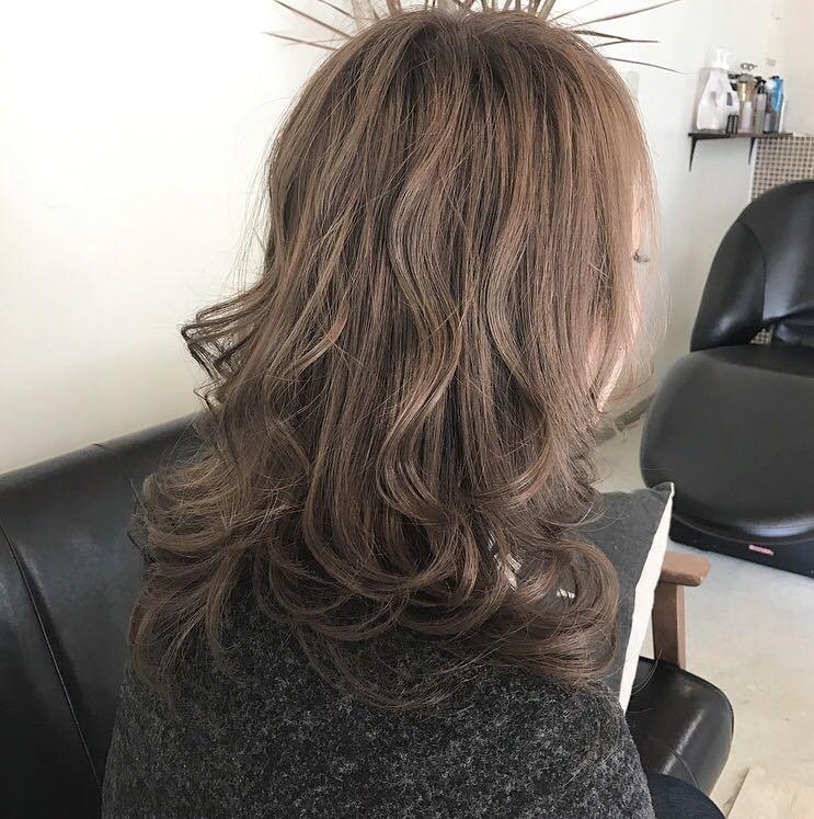 YUSUKE NAKAMURAさんのヘアスタイルの写真。テーマは『グレージュ、アッシュ、アッシュグレージュ、褒められ髪、オトナ可愛い』