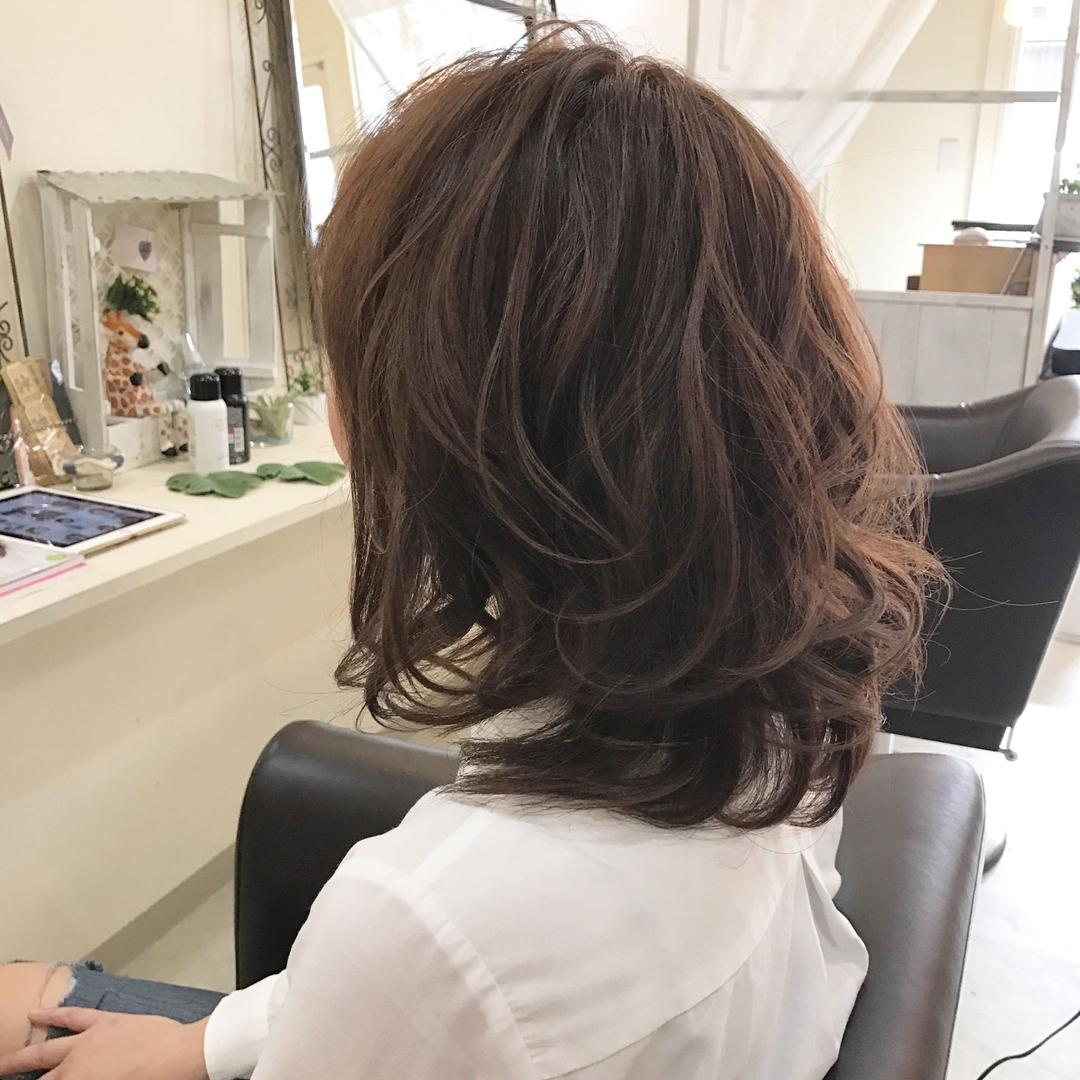 YUSUKE NAKAMURAさんのヘアスタイルの写真。テーマは『ミディアム、Jカール、美髪、オトナ可愛い、褒められ髪、福岡、美容室、トリコハート、可愛い、follow、フォロー、おしゃれ』