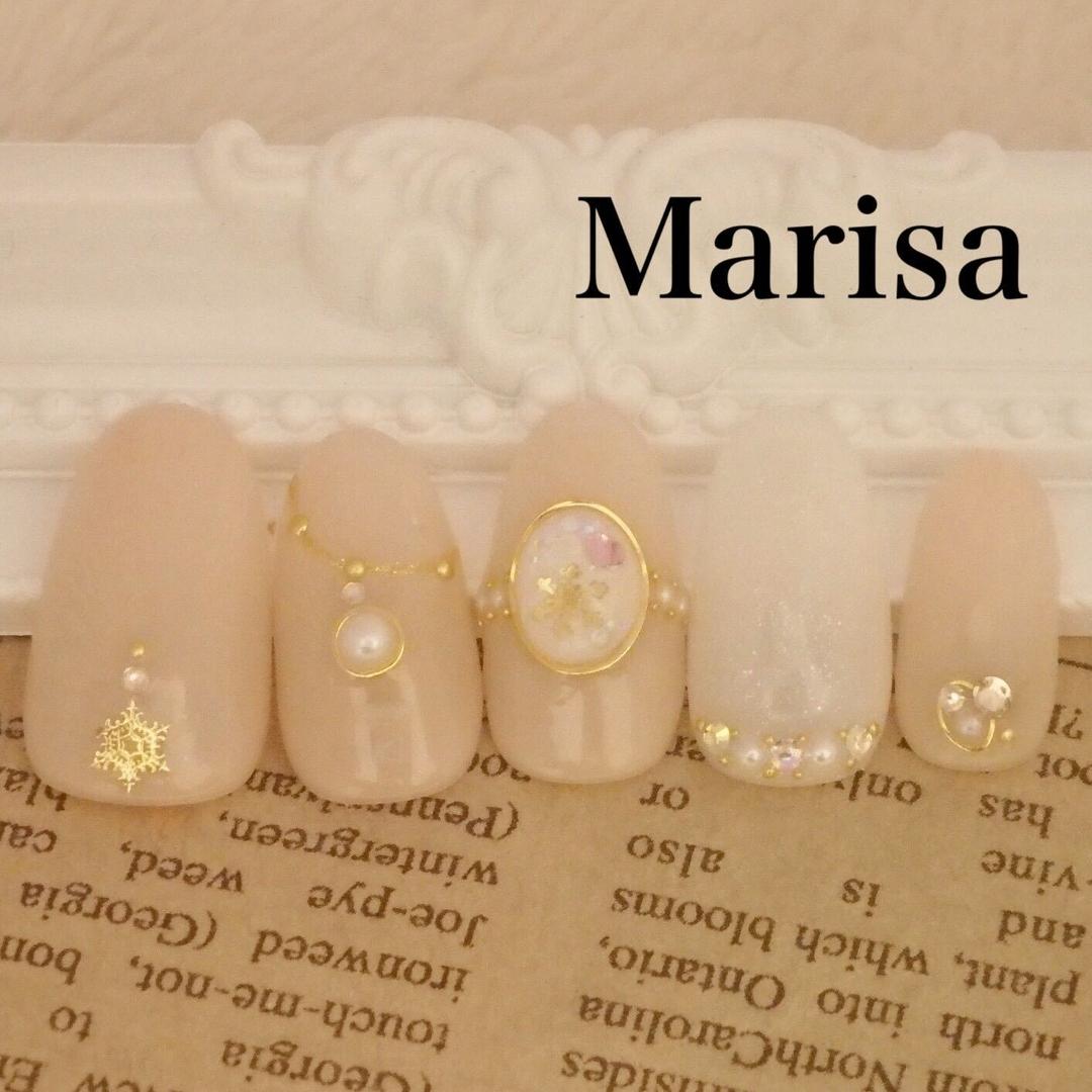 marisa〜マリサ〜さんのネイルデザインの写真。テーマは『nail2016w、marisa、マリサ、池袋、東京、結晶ネイル、結晶ドーム、クリスマスネイル、冬ネイル、パール、デート、結晶、ゴールド、ホワイト』