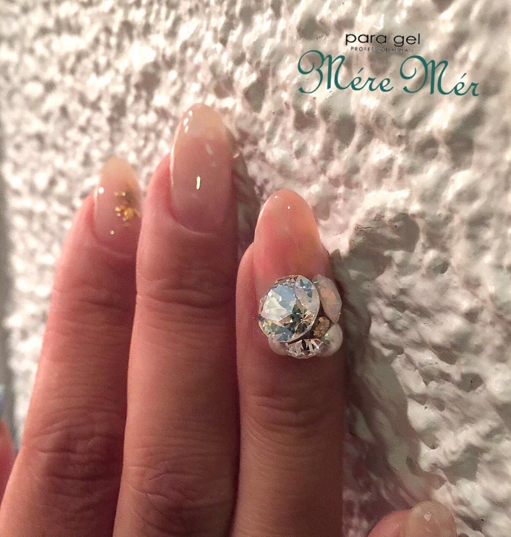 MereMer SayakaAoeさんのネイルデザインの写真。テーマは『ビジュー、double180dx、キラキラネイル、ストーンアート、オトナネイル、nail2016w』