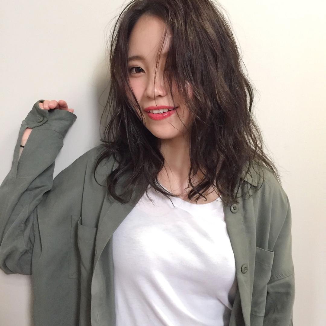 みなちゃんさんのヘアスタイルの写真。テーマは『hair2016w、今泉美容室、福岡美容室、セミロング、mina_style』