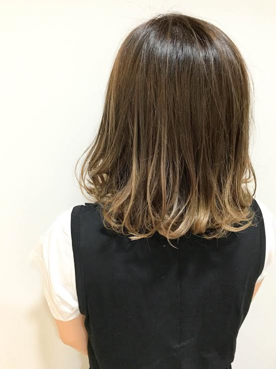 kannaさんのヘアスタイルの写真。テーマは『イルミナ、グラデーション、ダブルカラ―、ハイライト、透明感』