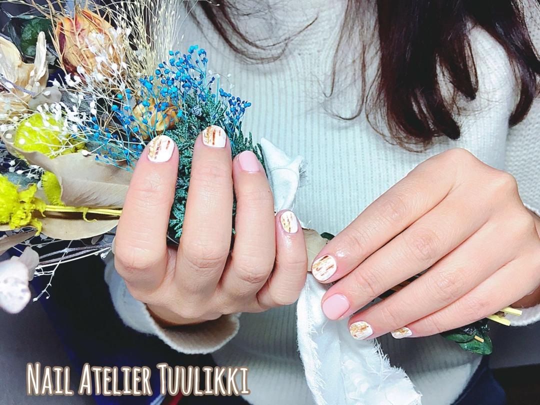 梅津夕想さんのネイルデザインの写真。テーマは『ショートネイル、カジュアルネイル、北欧ネイル、白樺ネイル、代々木上原、下北沢、冬ネイル、シンプルネイル、ホワイト、白、ベージュ』