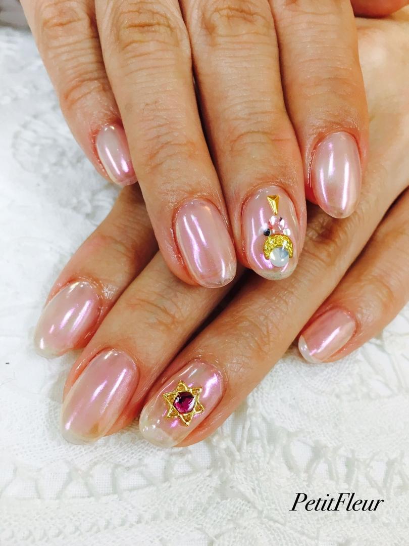 プティフル*naoさんのネイルデザインの写真。テーマは『ミラーネイル、美少女戦士風、セーラームーンネイル、ピンク、オーロラネイル、ネイル、ネイルサロン、和歌山』