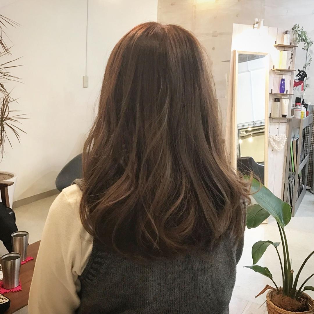 YUSUKE NAKAMURAさんのヘアスタイルの写真。テーマは『ゆる巻き、ハホニコ、リタシリーズ、重め、グレージュ、winter』