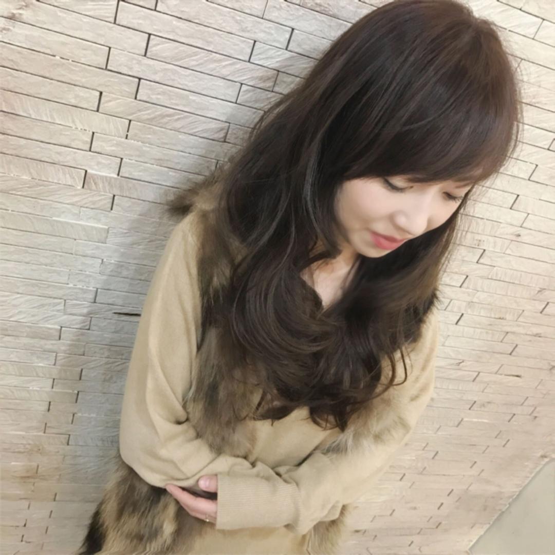 YUSUKE NAKAMURAさんのヘアスタイルの写真。テーマは『アッシュグレージュ、グレージュ、winter、褒められ髪、大人かわいい、可愛い、ゆる巻き、ロング、オトナ可愛い』