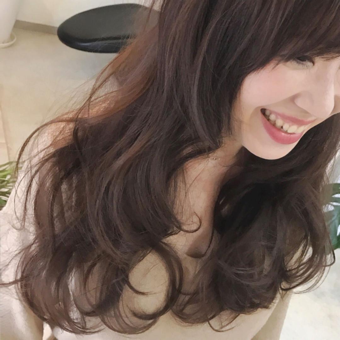 YUSUKE NAKAMURAさんのヘアスタイルの写真。テーマは『大人かわいい、アッシュグレージュ、ゆる巻き、可愛い、ロング』