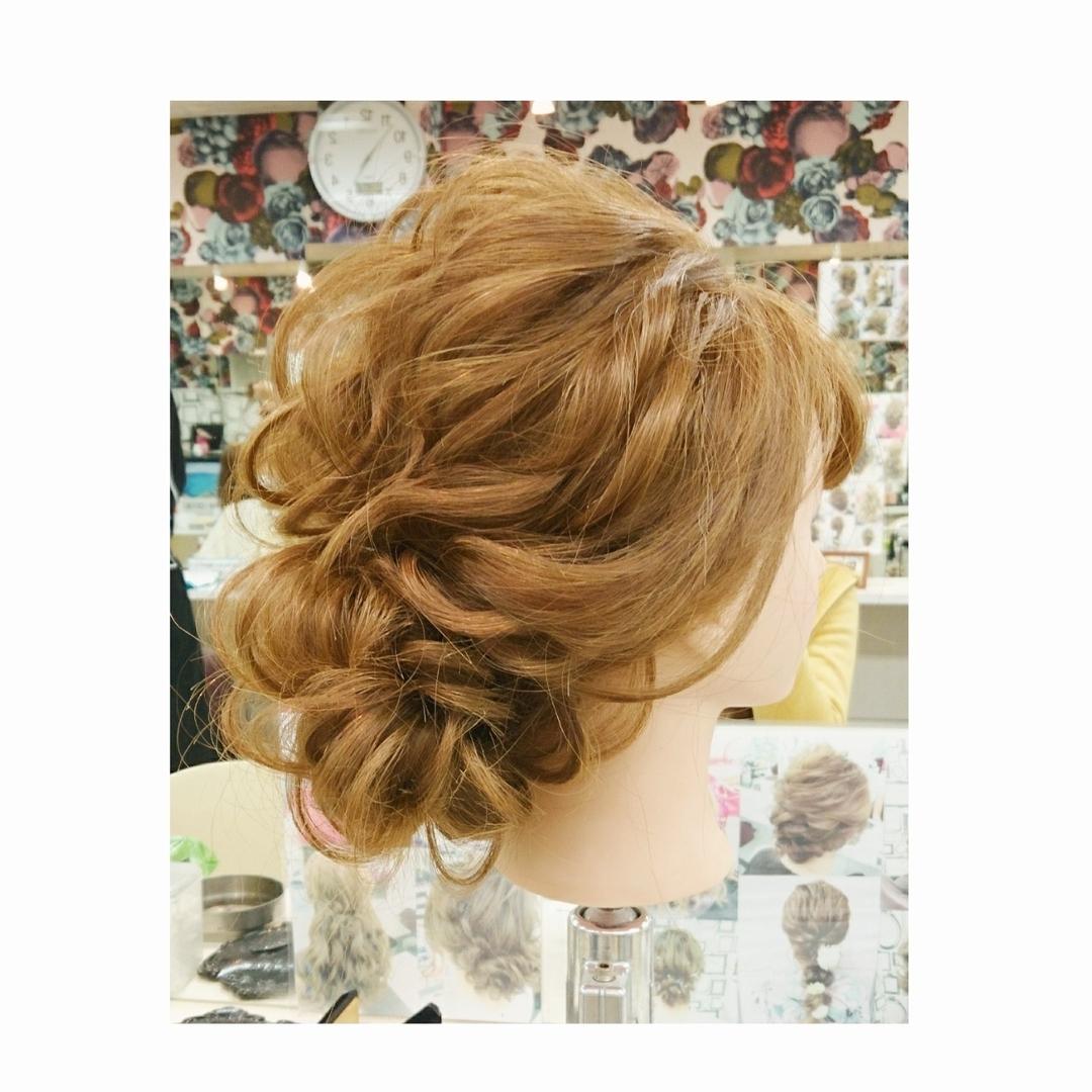 chisa.tさんのヘアスタイルの写真。テーマは『二次会ヘアセット、編み込み、ブライダル、ルーズ、ヘアセット、カジュアル、カジュアルアレンジ、お洒落、美容師、美容室、ナチュラル、ヘアアレンジ』