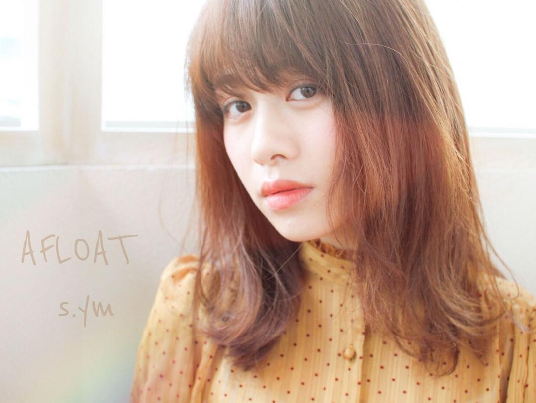 AFLOAT D'L(アフロート)山口祥さんのヘアスタイルの写真。テーマは『外ハネ、ベージュカラー、ミディアム』