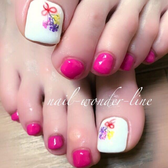 nail-wonder-lineさんのネイルデザインの写真。テーマは『ピンク、春ネイル、フラワーネイル、ドライフラワー、フットネイル、花束ネイル』