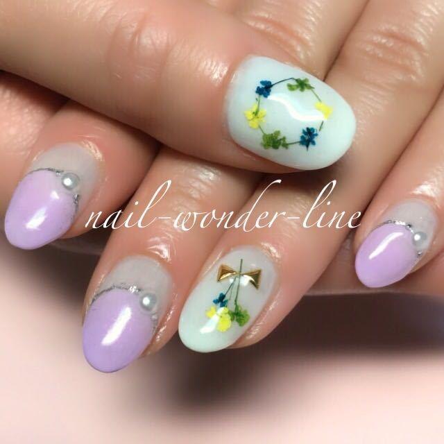 nail-wonder-lineさんのネイルデザインの写真。テーマは『押し花ネイル、ドライフラワー、丸フレンチ、変形フレンチ、パステルカラー、ビジューネイル、春ネイル』