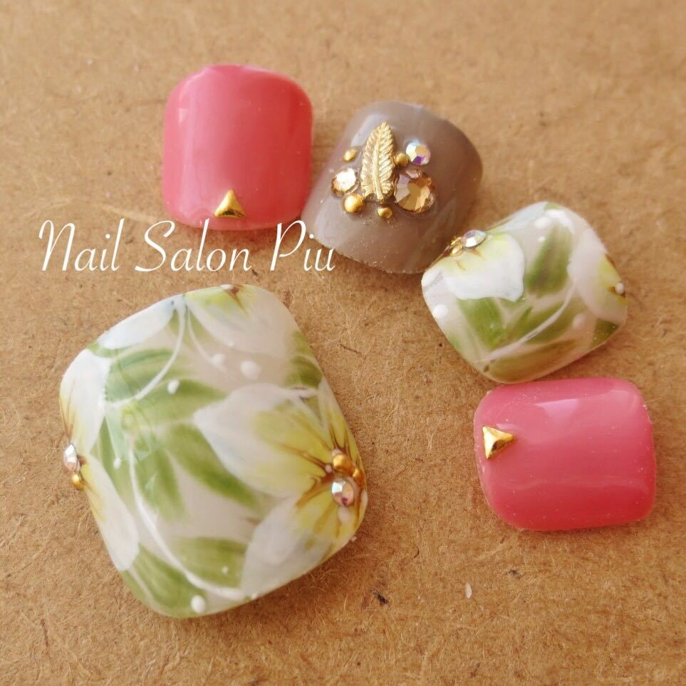 Nail Salon Piuさんのネイルデザインの写真。テーマは『フットネイル、