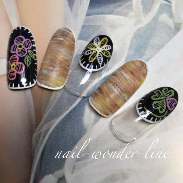 nail-wonder-lineさんのネイルデザインの写真。テーマは『刺繍ネイル、フラワーネイル、ボタニカル、春ネイル、夏オススメ、夏ネイル、変形フレンチ、クローバーネイル、木目調、沼津』