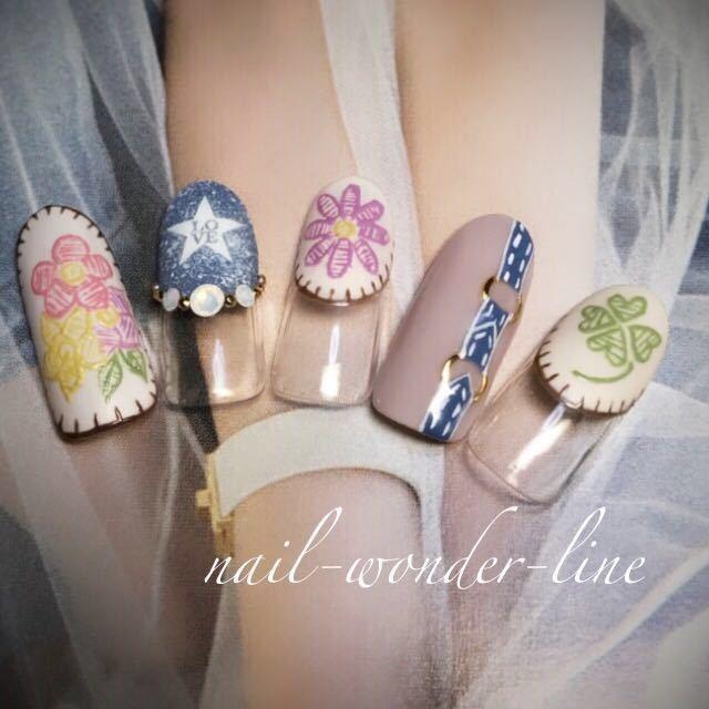 nail-wonder-lineさんのネイルデザインの写真。テーマは『刺繍ネイル、フラワーネイル、ボタニカル、デニムネイル、春ネイル、夏オススメ、夏ネイル、変形フレンチ、クローバーネイル、ビジューネイル、沼津』