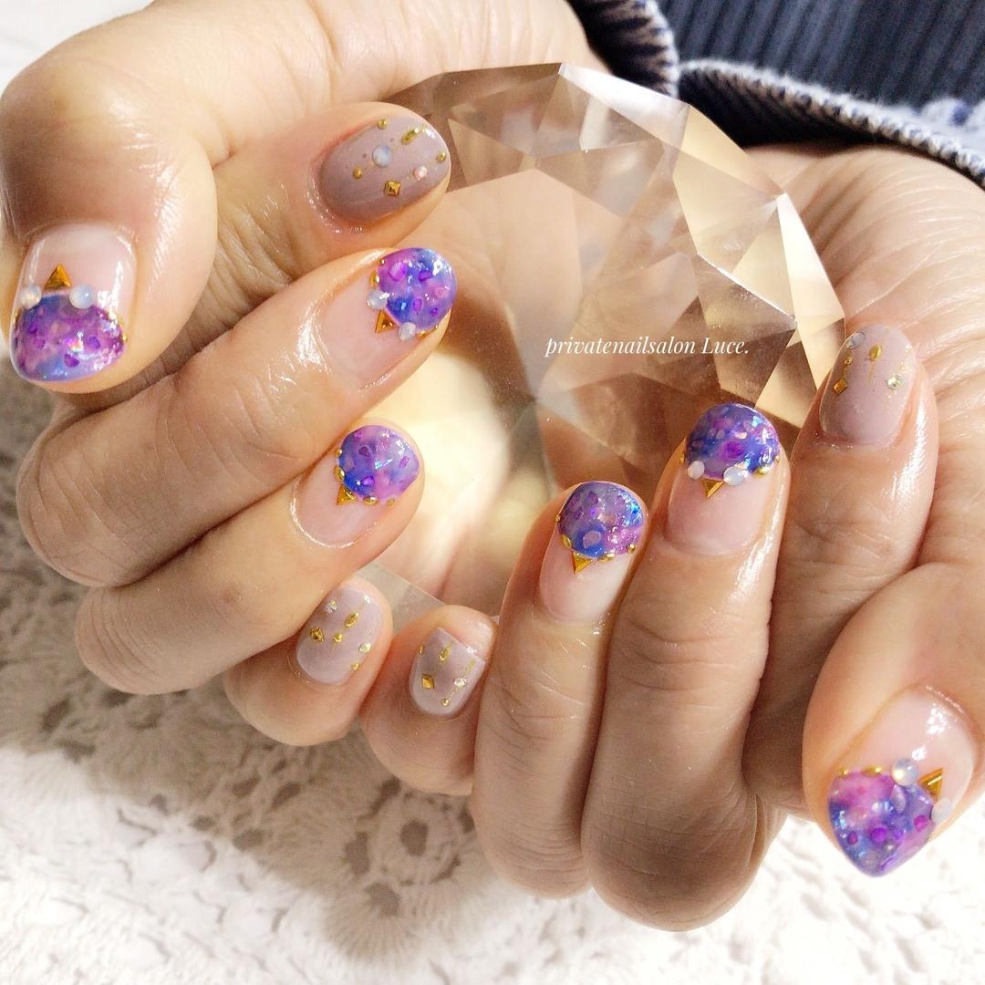 private nail salon Luce.さんのネイルデザインの写真。テーマは『nail、nailart、お客様ネイル、gel、バルーンフレンチ、タイダイ、ホイルアート、シェル、galaxy、Nailbook、tredina、nailistagram、奈良、自宅サロン、お家ネイル、Luce.、ストーンがフクロウみたい』