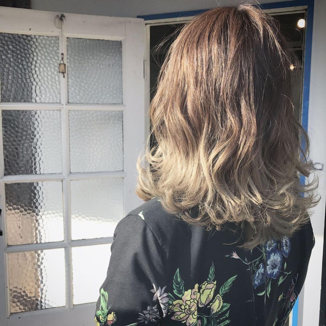 YUSUKE NAKAMURAさんのヘアスタイルの写真。テーマは『グラデーション、アッシュグレージュ、アッシュ、透明感、外国人風、福岡美容室、トレンド、可愛い、外ハネ』