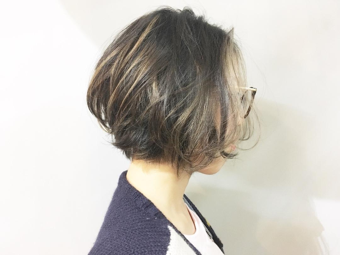 Kei  Anazawaさんのヘアスタイルの写真。テーマは『インナーカラー、ハイトーンカラー、セクションカラー』
