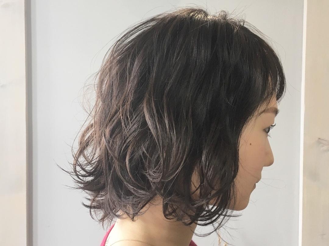 Kei  Anazawaさんのヘアスタイルの写真。テーマは『ボブパーマ、ボブ、波ウェーブ、ショートバング、シースルー、セミウェット、ゆるふわ、黒髪、黒髪ボブ』