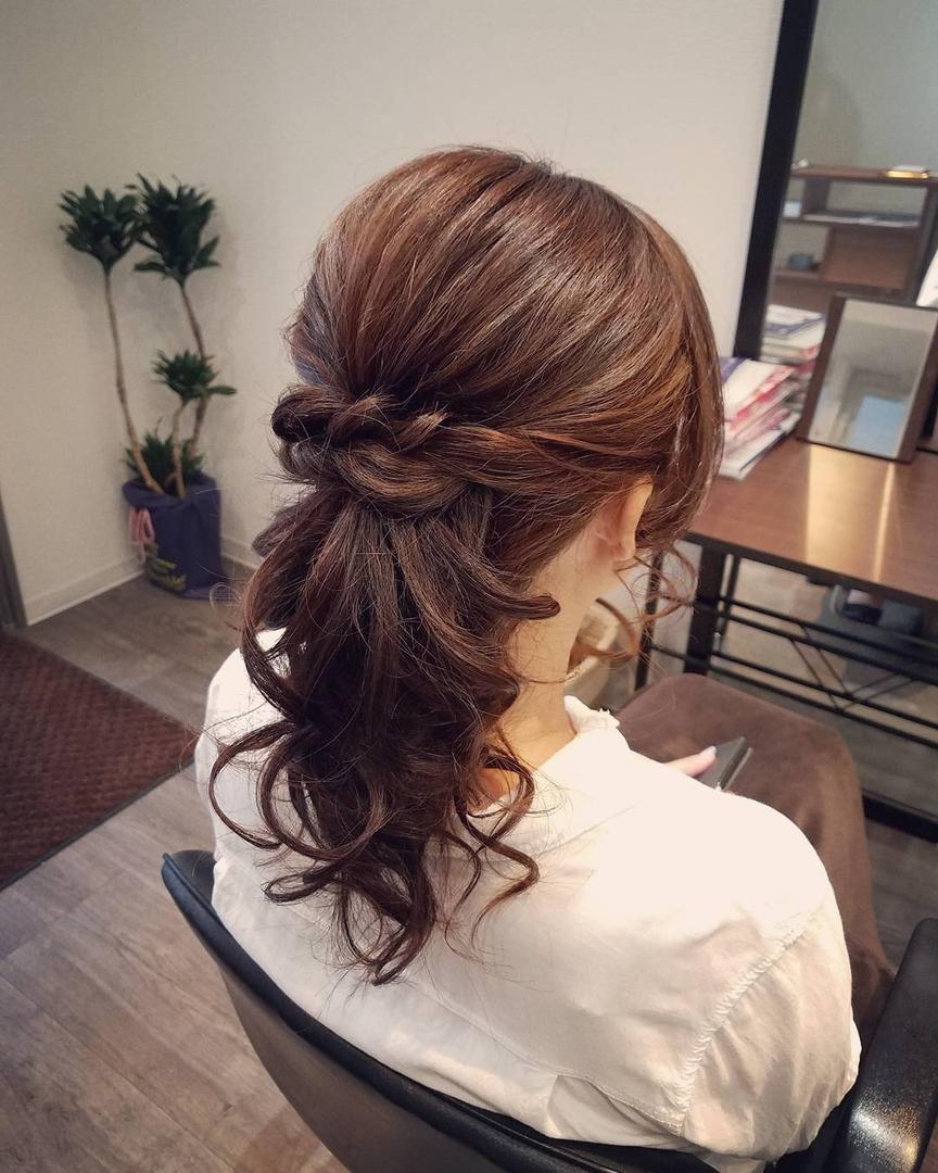 平原舞さんのヘアスタイルの写真。テーマは『宮崎市STELLA、宮崎市ヘアセット、ヘアセット、ヘアセット専門、セットサロン、ヘアアレンジ、アップスタイル、宮崎市、宮崎、結婚式、アップ、ポニーテール』