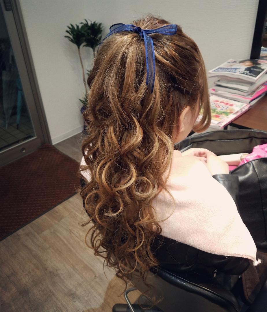 平原舞さんのヘアスタイルの写真。テーマは『宮崎市STELLA、宮崎市ヘアセット、ヘアセット、ヘアセット専門、セットサロン、ヘアアレンジ、アップスタイル、宮崎市、宮崎、結婚式、ハーフアップ』