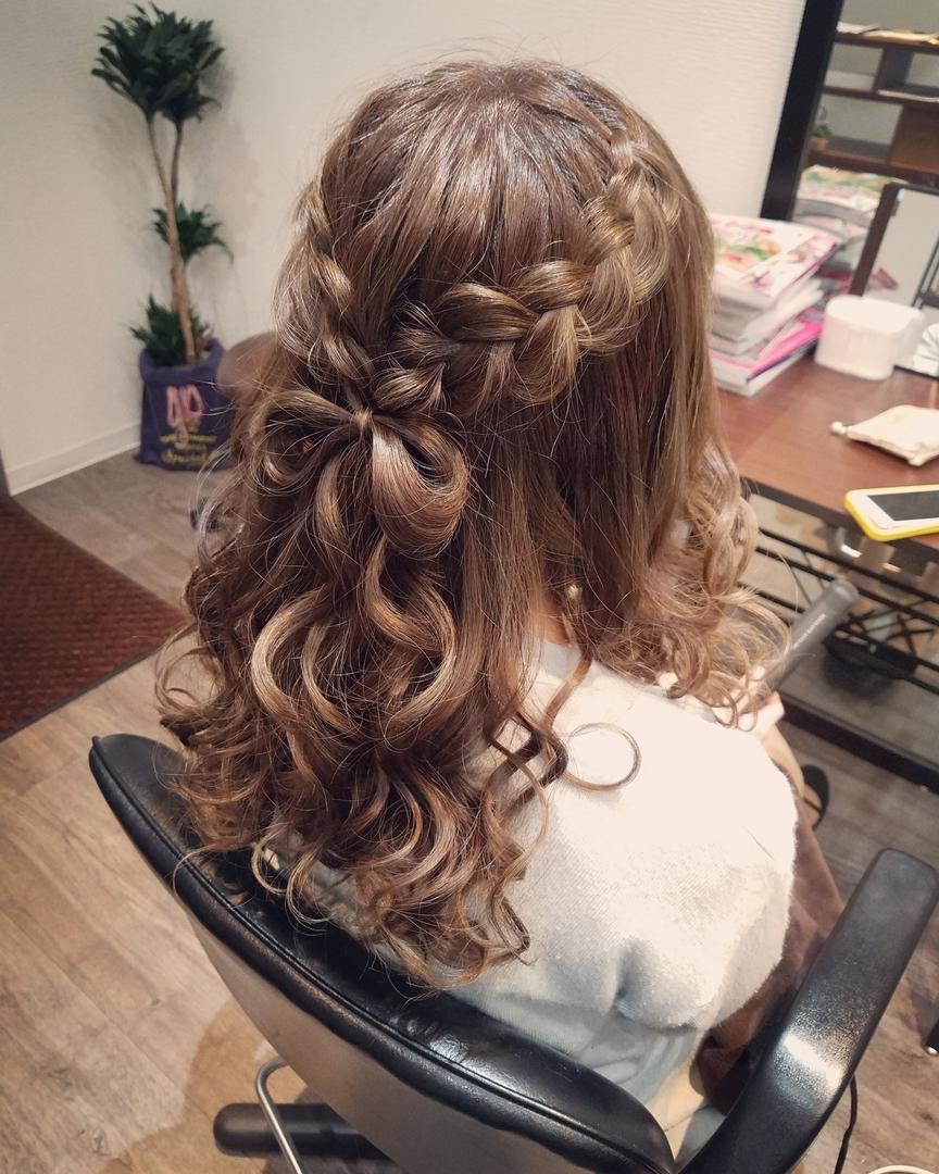 平原舞さんのヘアスタイルの写真。テーマは『宮崎市STELLA、宮崎市ヘアセット、ヘアセット、ヘアセット専門、セットサロン、ヘアアレンジ、アップスタイル、宮崎市、宮崎、結婚式、編み込み、編み込みアレンジ、ハーフアップ』