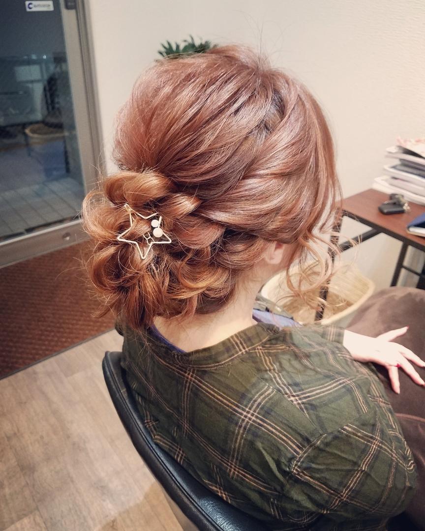 平原舞さんのヘアスタイルの写真。テーマは『宮崎市STELLA、宮崎市ヘアセット、ヘアセット、ヘアセット専門、セットサロン、ヘアアレンジ、アップスタイル、宮崎市、宮崎、結婚式、アップ』