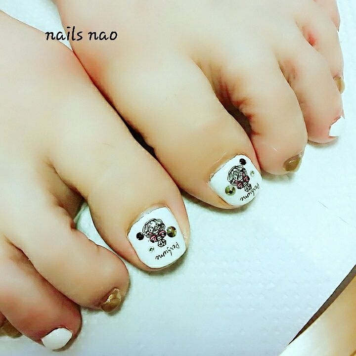 nails naoさんのネイルデザインの写真。テーマは『フットネイル、ペディキュア、香水瓶』