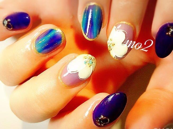 mo2さんのネイルデザインの写真。テーマは『mo2、novobyshowroom、北九州市、小倉北区、nailstagram、nail、nailsalon、beauty、nailart、kokoist、美爪、美甲、美甲師、指甲、指甲彩繪、指甲畫花、大人女子、おしゃれ、2017、夏、pop、mismarias、シェル、sea、flower、グラデーション、青、blue、手描き、夏ネイル、summer』