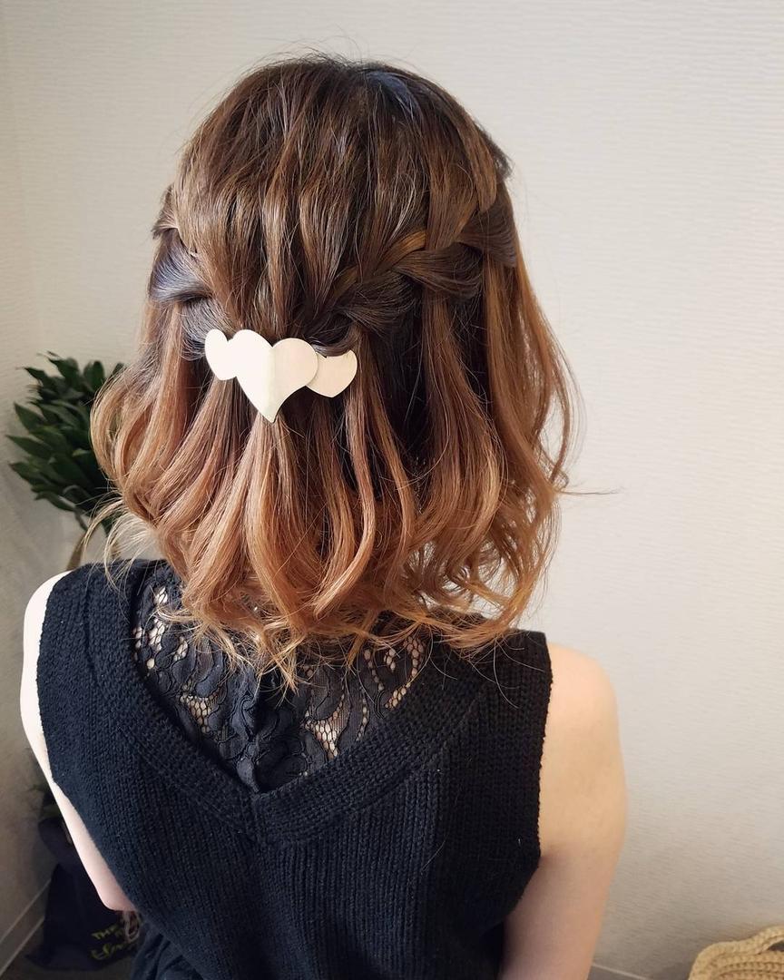 平原舞さんのヘアスタイルの写真。テーマは『宮崎市ヘアセット、宮崎市、ヘアセット専門店、セットサロン、ヘアセット、ヘアアレンジ、ボブアレンジ、ブライダル、ブライダルヘア、結婚式、結婚式ヘアアレンジ、結婚式ヘア、捨て編み、宮崎、hair、hairset、hairstyle、hairarrange、宮崎美容室、宮崎市STELLA、宮崎市セットサロン、宮崎市美容室、おしゃれ、オシャレ、宮崎市結婚式、編み込み、ボブ、ウォーターフォール』