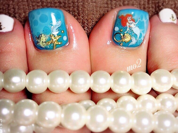 mo2さんのネイルデザインの写真。テーマは『mo2、novobyshowroom、北九州市、小倉北区、nailstagram、nail、nailsalon、beauty、nailart、kokoist、美爪、美甲、美甲師、指甲、指甲彩繪、指甲畫花、大人女子、海、2017、夏、mismarias、フット、foot、disney、アリエル、リトルマーメイド、青、blue、夏ネイル、summer』