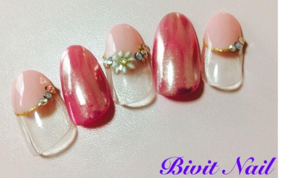 Bivit Nailさんのネイルデザインの写真。テーマは『ジェルネイル、石岡市内、自宅サロン、ピンク、ミラーネイル、フレンチネイル、丸フレンチ、お花』