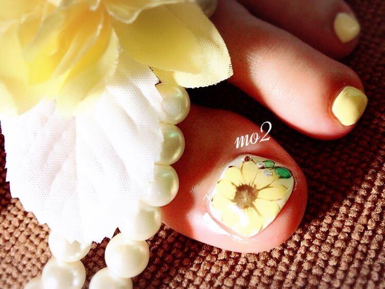 mo2さんのネイルデザインの写真。テーマは『mo2、novobyshowroom、北九州市、小倉北区、nailstagram、nail、nailsalon、beauty、nailart、kokoist、美爪、美甲、美甲師、指甲、指甲彩繪、指甲畫花、大人女子、2017、swarovski、mismarias、ひまわり、summernail』