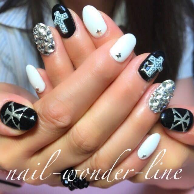 nail-wonder-lineさんのネイルデザインの写真。テーマは『吉川晃司、3Dアート、ビジューネイル、ライブネイル、蓄光ネイル、エスニック、モノトーン、ミラーネイル』