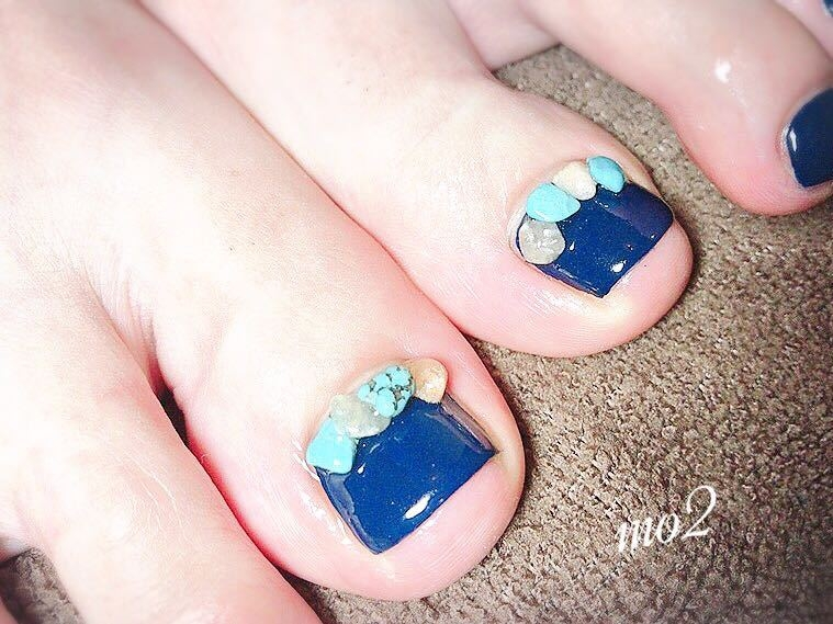 mo2さんのネイルデザインの写真。テーマは『mo2、novobyshowroom、北九州市、小倉北区、nailstagram、nail、nailsalon、beauty、nailart、kokoist、美爪、美甲、美甲師、指甲、指甲彩繪、指甲畫花、大人女子、おしゃれ、2017、夏、天然石、盛り盛り、エスニック、アンティーク、mismarias、footnail、フットネイル』