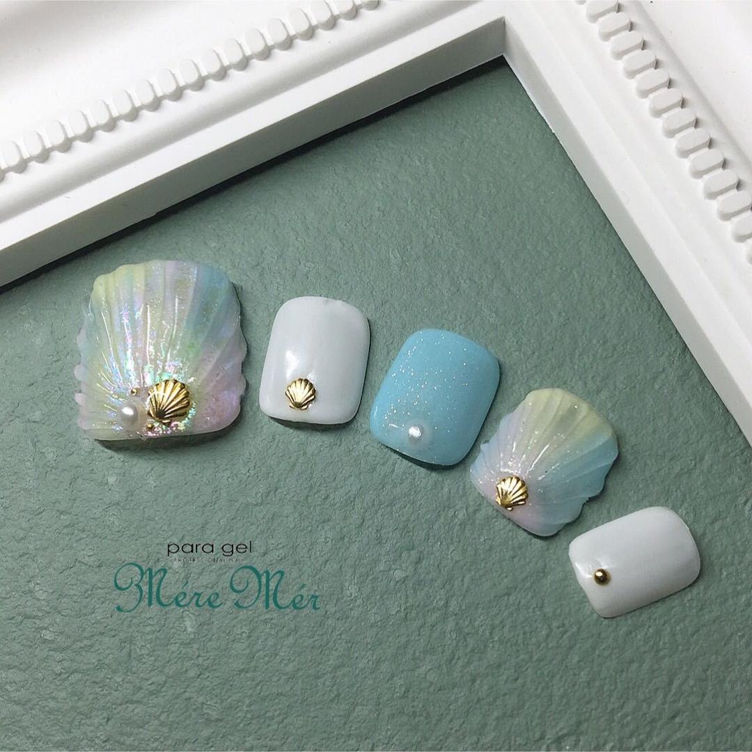 Satomi Kawamitsuさんのネイルデザインの写真。テーマは『人魚の鱗』