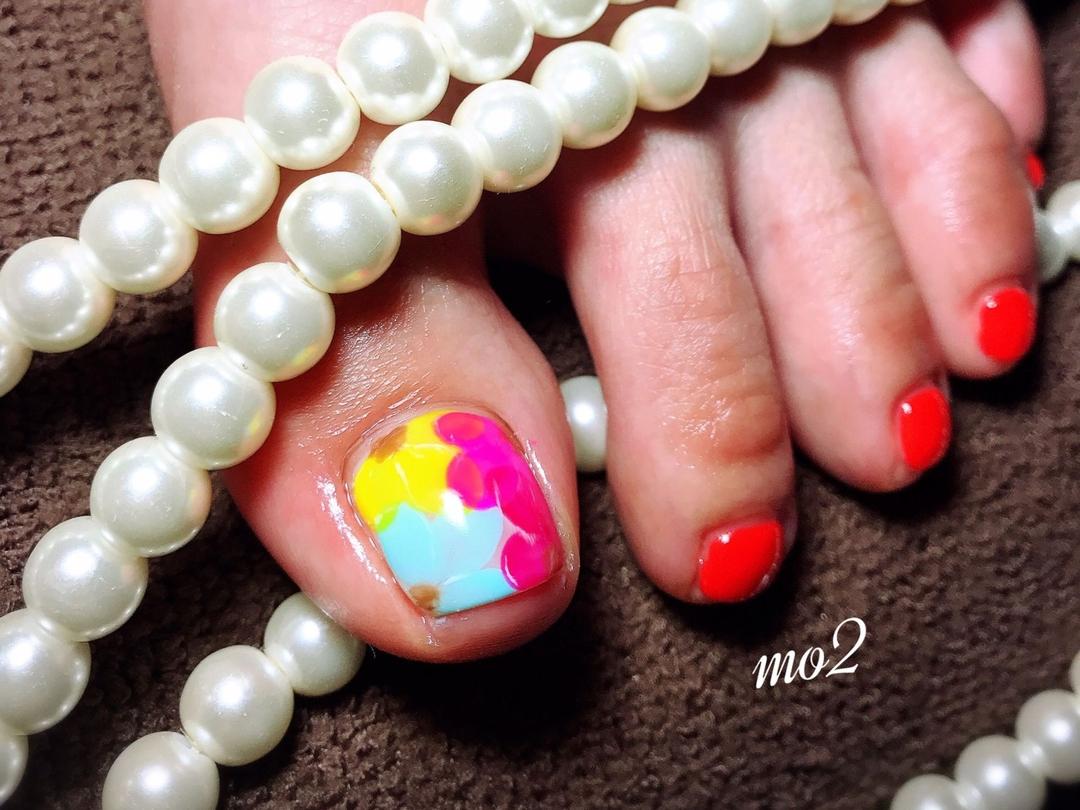 mo2さんのネイルデザインの写真。テーマは『mo2、novobyshowroom、北九州市、小倉北区、nailstagram、nail、nailsalon、beauty、nailart、kokoist、美爪、美甲、美甲師、指甲、指甲彩繪、指甲畫花、大人女子、おしゃれ、2017、夏、赤、フラワーネイル、mismarias、footnail、フットネイル』