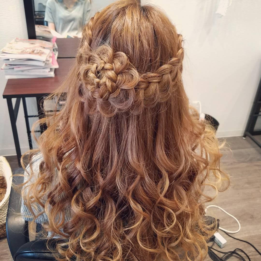 平原舞さんのヘアスタイルの写真。テーマは『宮崎市ヘアセット、宮崎市、ヘアセット、ヘアセット専門店、ヘアアレンジ、編み込み、編み込みアレンジ、編み込みヘア、アレンジ、編みヘアアレンジ、アップ、アップアレンジ、ブライダル、ブライダルヘア、結婚式ヘアアレンジ、結婚式ヘア、およばれ、セットサロン、宮崎、宮崎県、二次会ヘア、成人式、成人式ヘア、hair、hairset、hairstyle、hairarrange、お花アレンジ、お花ヘア、宮崎市美容室、宮崎市STELLA、ハーフアップ、ハーフアップアレンジ、宮崎市結婚式、宮崎市セット』