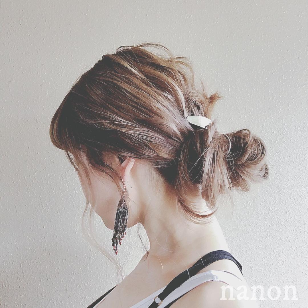 浦川 由起江さんのヘアスタイルの写真。テーマは『ヘアアレンジ、下目おだんごヘア』