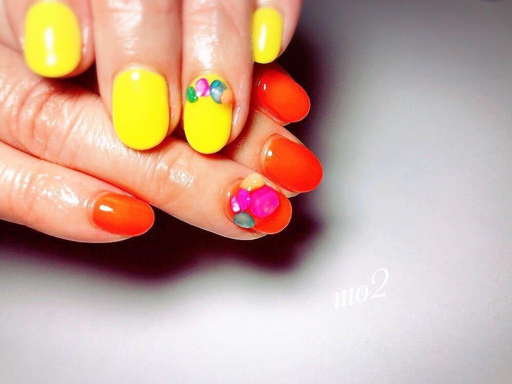 mo2さんのネイルデザインの写真。テーマは『mo2、novobyshowroom、北九州市、小倉北区、nailstagram、nail、nailsalon、instanails、beauty、nailart、kokoist、美爪、美甲、美甲師、指甲、指甲彩繪、大人女子、2017、mismarias、ジェルネイル、夏ネイル、summer、nails、おそろ、大人気、シャワーストーン、アシンメトリー、カラー、ネイル』