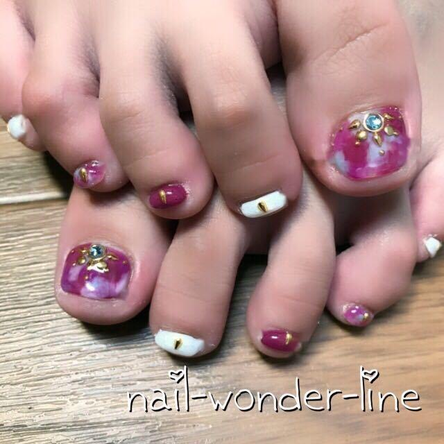 nail-wonder-lineさんのネイルデザインの写真。テーマは『女子会、フット、ジェルネイル、お客様、オールシーズン、フットネイル、ショート、パーティー、パープル、大人ネイル、秋、リゾート、旅行、カラフル、沼津、沼津ネイルサロン』