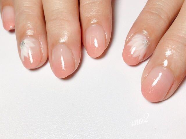 mo2さんのネイルデザインの写真。テーマは『mo2、novobyshowroom、北九州市、小倉北区、nailstagram、nail、nailsalon、小倉ネイル、instanails、beauty、nailart、kokoist、美爪、美甲、美甲師、指甲、指甲彩繪、指甲畫花、大人女子、可愛い、2017、mismarias、ジェルネイル、nails、シンプルネイル、オフィスネイル、グラデーション、フラワーネイル、ピンクネイル』