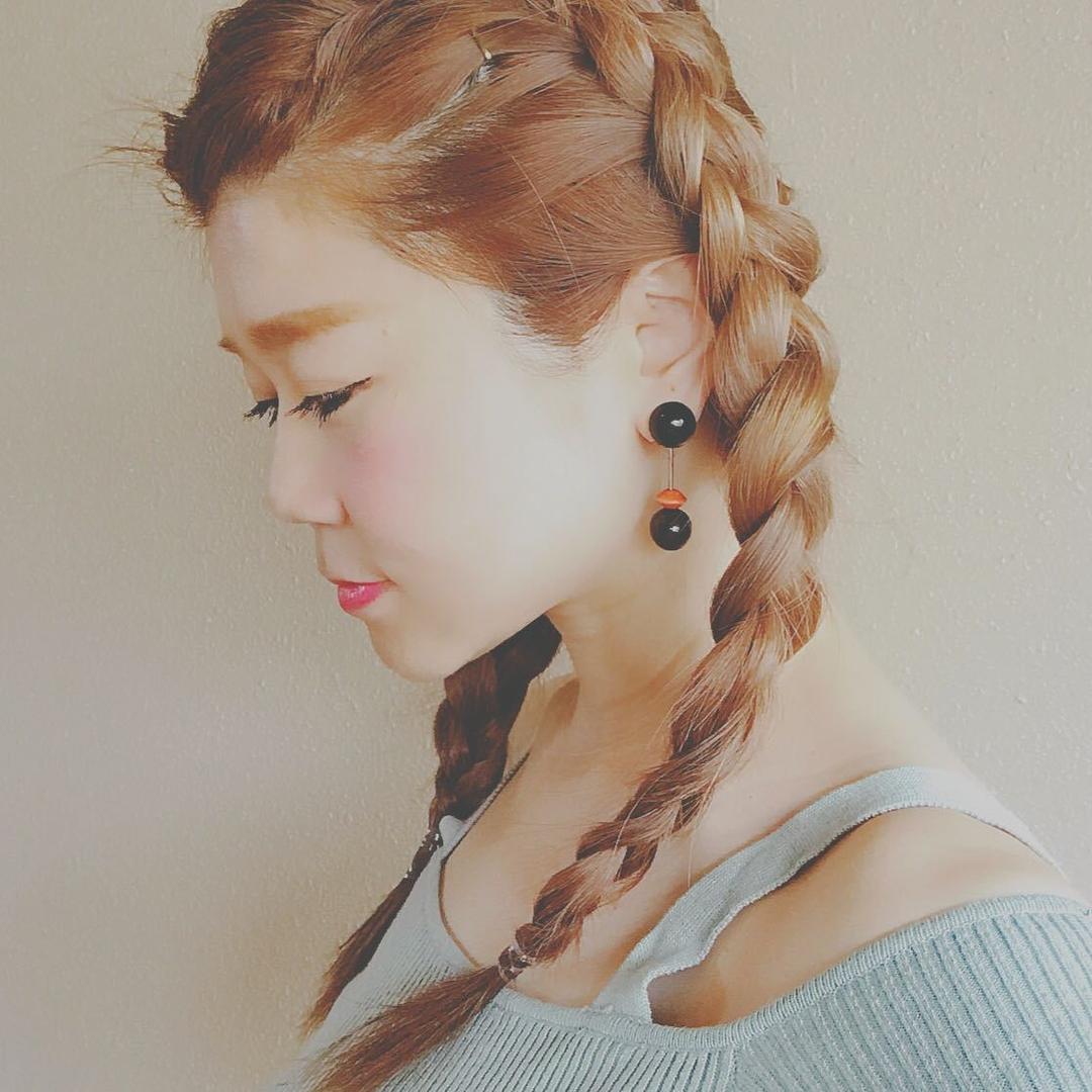 浦川 由起江さんのヘアスタイルの写真。テーマは『編み込み、裏編み込み、ヘアアレンジ』