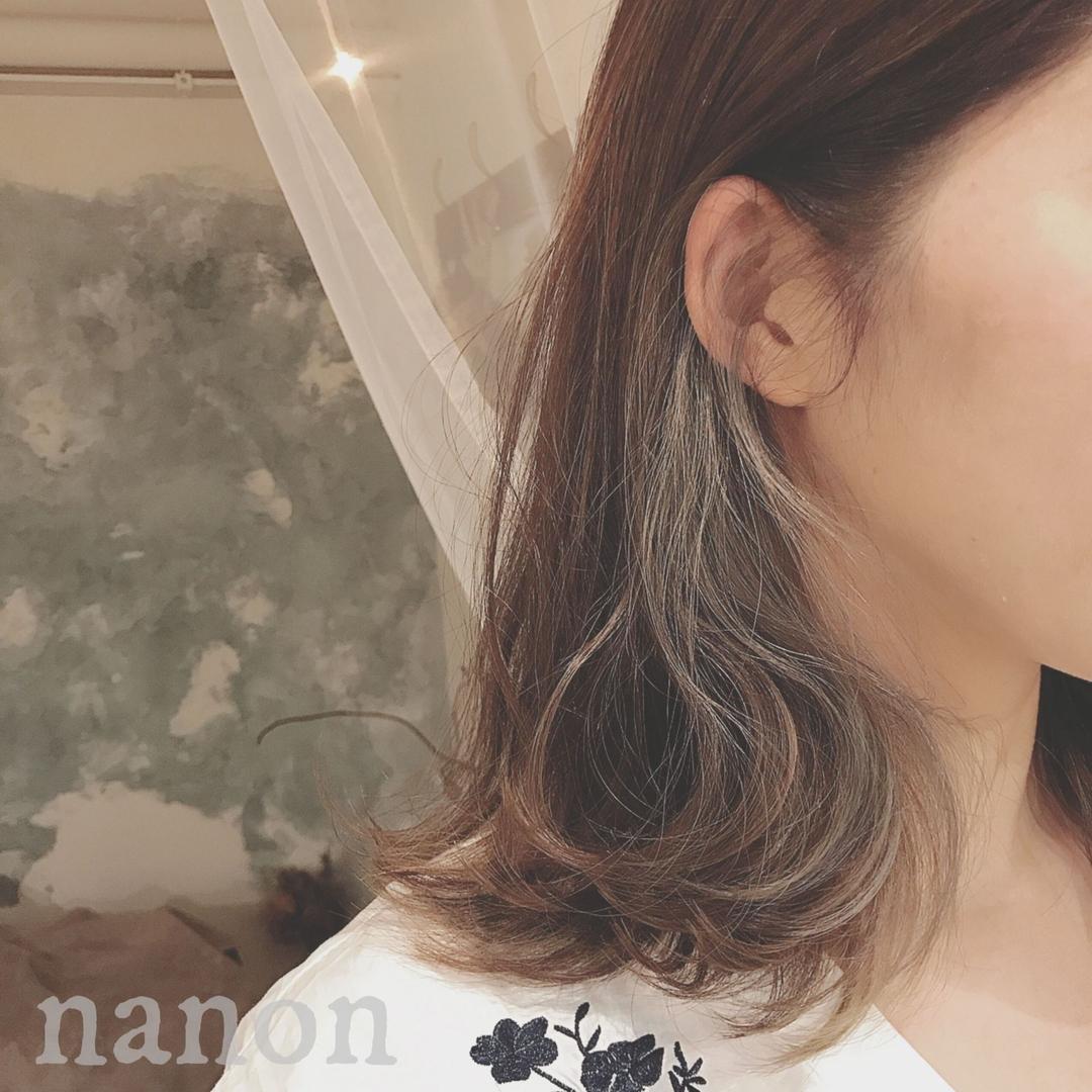 浦川 由起江さんのヘアスタイルの写真。テーマは『インナーカラー、マット、マットグレージュ、ブリーチカラー、ハイライト』