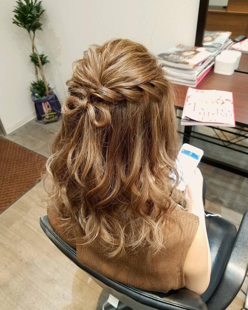 平原舞さんのヘアスタイルの写真。テーマは『宮崎市ヘアセット、宮崎市、ヘアセット専門店、セットサロン、ヘアセット、ヘアアレンジ、ハーフアップ、ブライダル、ブライダルヘア、結婚式、結婚式ヘアアレンジ、結婚式ヘア、編み込みヘア、宮崎、hair、hairset、hairstyle、hairarrange、宮崎美容室、宮崎市STELLA、宮崎市セットサロン、編み込み、宮崎市美容室、宮崎県、ハーフアップアレンジ、おしゃれ、オシャレ、おしゃれな人と繋がりたい、りぼん、宮崎市結婚式』
