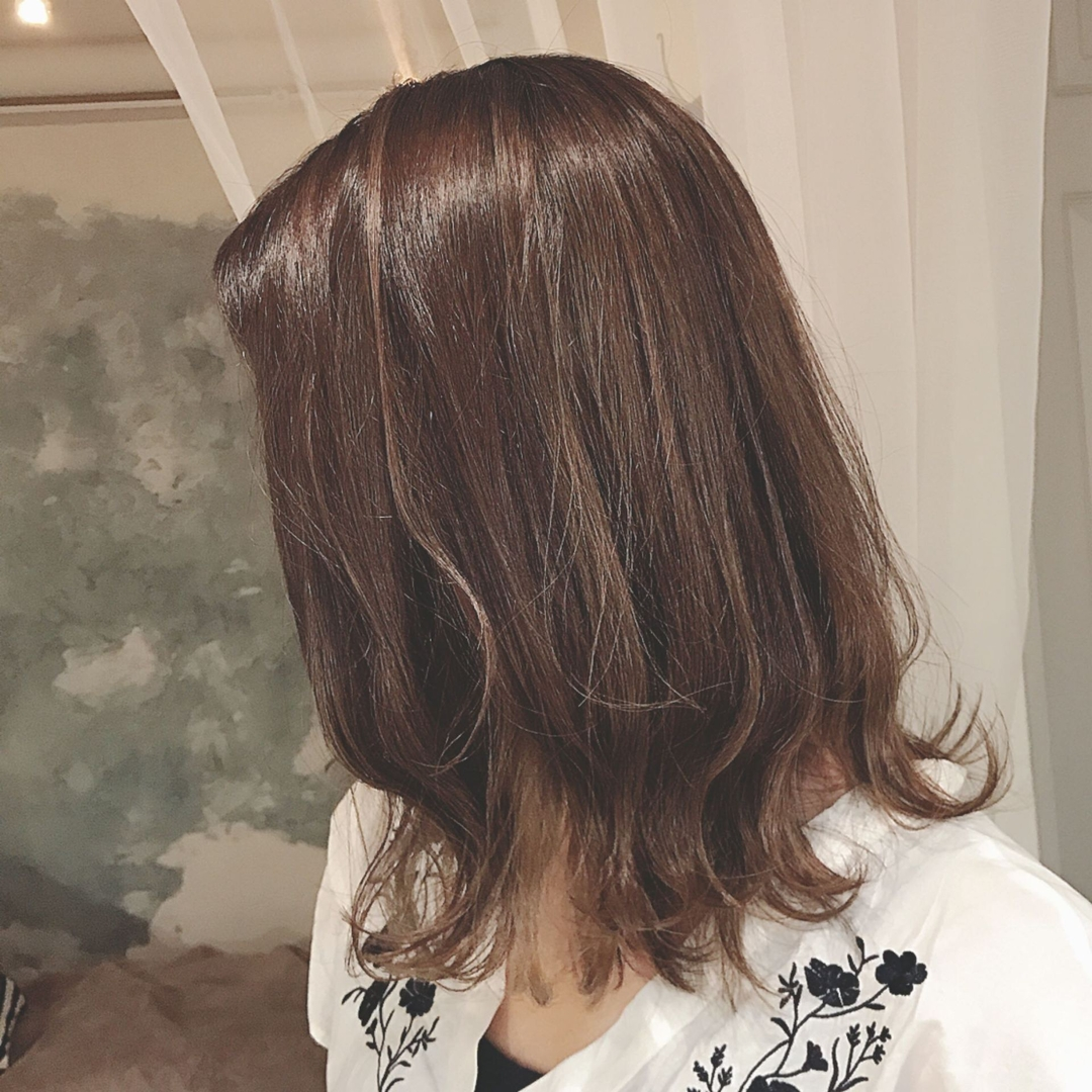 浦川 由起江さんのヘアスタイルの写真。テーマは『アッシュ』