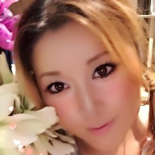 女性用出張マッサージアロマリラックス福岡さんのメイクの写真。テーマは『改善、解消、おすすめ、癒し、美容、エステ、福岡』