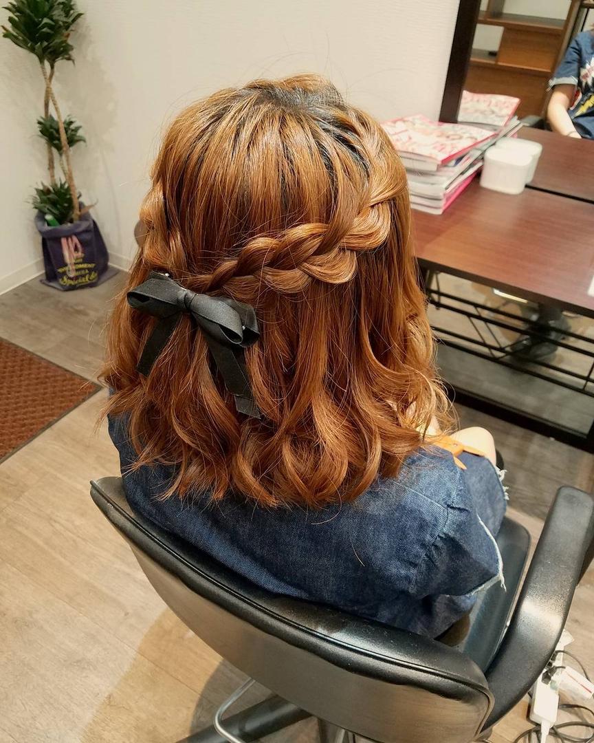 平原舞さんのヘアスタイルの写真。テーマは『宮崎市ヘアセット、宮崎市、ヘアセット専門店、セットサロン、ヘアセット、ヘアアレンジ、ボブアレンジ、ブライダル、ブライダルヘア、結婚式、結婚式ヘアアレンジ、結婚式ヘア、編み込みアレンジ、宮崎市セット、hair、hairset、hairstyle、hairarrange、宮崎美容室、宮崎市STELLA、宮崎市セットサロン、宮崎市美容室、日本中のプレ花嫁さんと繋がりたい、おしゃれ、オシャレ、宮崎市結婚式、ボブ、宮崎、ハーフアップ、編み込み』